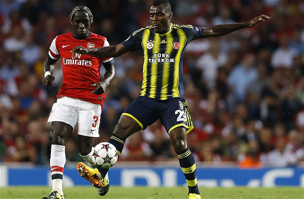 Arsenal's Bacary Sagna, left, competes with Fenerbahce's Emmanuel Emenike during their Champions League qualifying play-off second leg soccer match at Emirates Stadium, London, Tuesday, Aug. 27, 2013. (AP Photo/Kirsty Wigglesworth)
