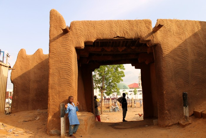 gate_of_ancient_wall_kano