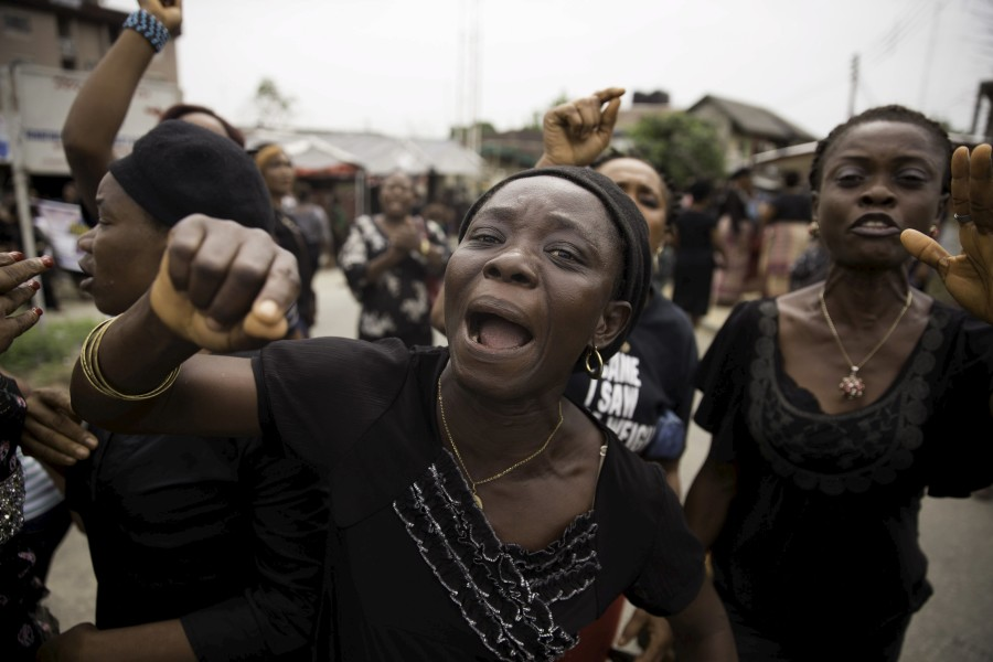 Women from communities in Rivers state protest against irregularities in voting in the weekend's election, at Port Harcourt March 30, 2015. The head of Nigeria's election commission admitted on Sunday he was concerned about allegations of irregularities in voting in this weekend's election in southern, oil producing Rivers state, where hundreds of opposition supporters have been protesting. REUTERS/Afolabi Sotunde