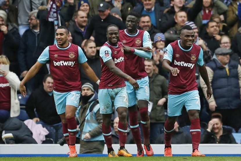 Emenike, Koyate, Moses and Payet celebrate a West Ham goal