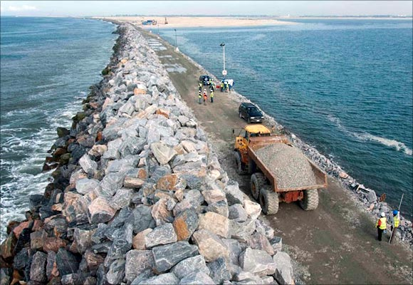 Great-Wall-of-Lagos-across-a-distance-of-3-kilometres.-The-Great-Wall-stops-further-land-erosion-from-the-Nigerian-coastline-on-Victoria-Island.