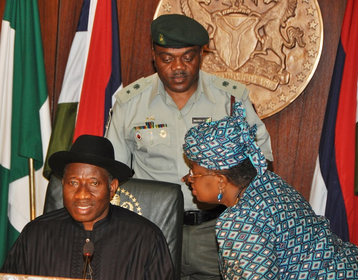 PIC.25. PRESIDENT GOODLUCK JONATHAN (R) WITH THE CORDINATING MINISTER OF ECONOMY/MINISTER OF FINANCE, DR NGOZI OKONJO-IWEALA DURING A MEETING OF THE ECONOMIC MANAGEMENT TEAM ON ABUJA ON TUESDAY (4/12/12)