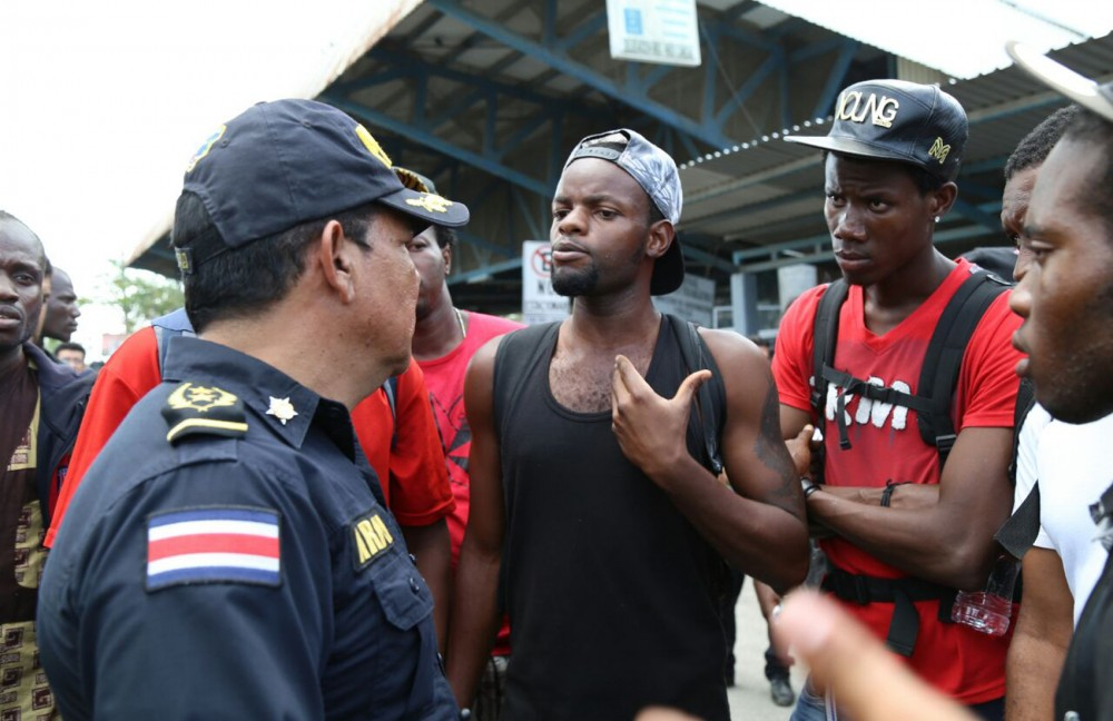 police and migrants costa rica