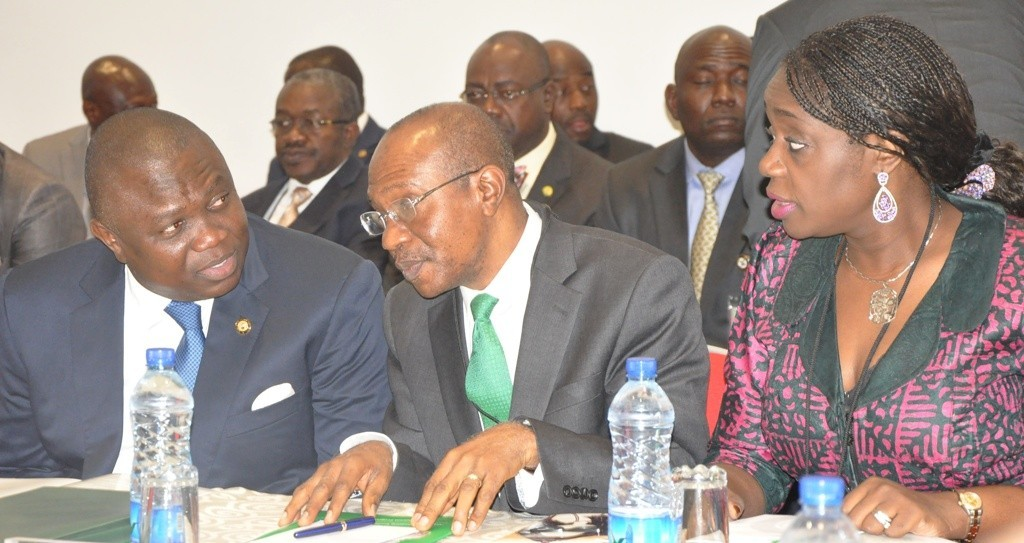 (L-R) Akinwunmi Ambode, the Governor of Lagos State; Godwin Emefiele, Governor, Central Bank of Nigeria and Kemi Adeosun, Minister of Finance at a meeting