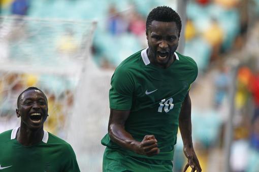 bleacherreport.com John Obi Mikel celebrated win against Honduras at Rio Olympic Games with teammate Sadiq Umar